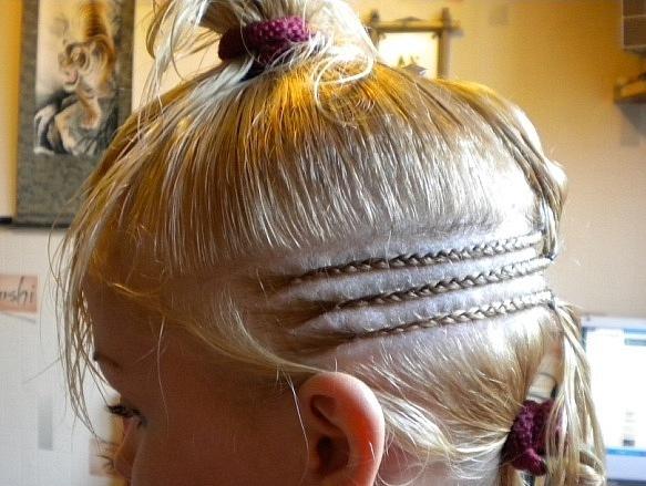 Один из этапов африканского наращивания волос